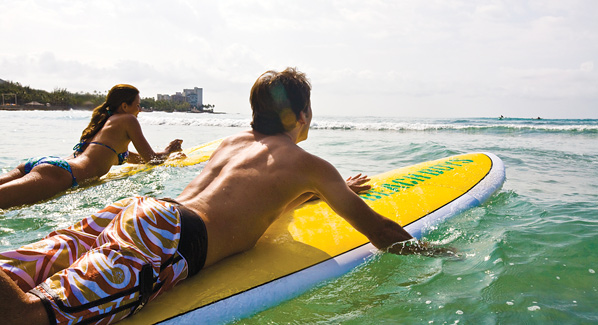 waikiki hawaii surfing, paddling out, learn to surf